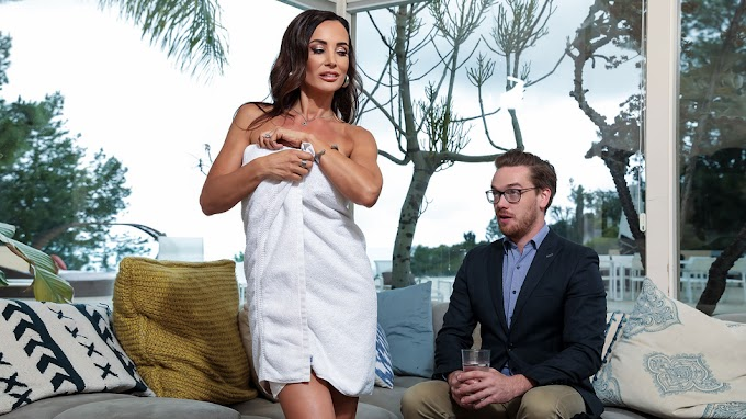 Pornstars Like It Big: Seduction For Sport Lisa Ann