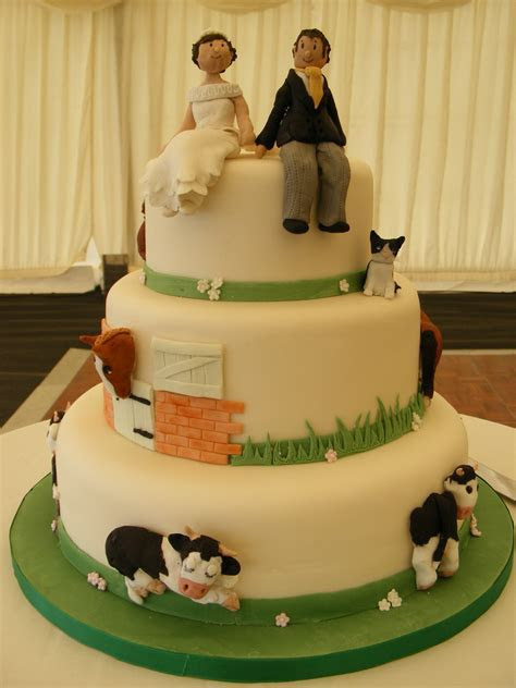 Farm wedding cake   idea in 2017   Bella wedding