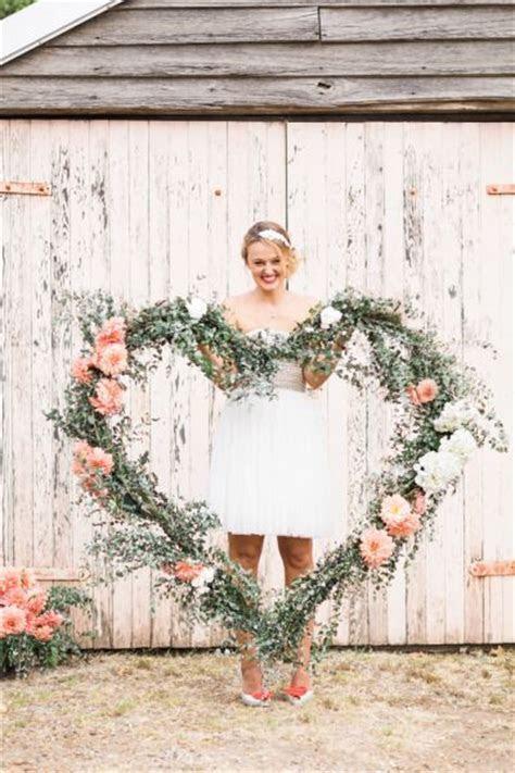 30  Romantic Wedding Wreath Ideas to Get Inspired   Deer