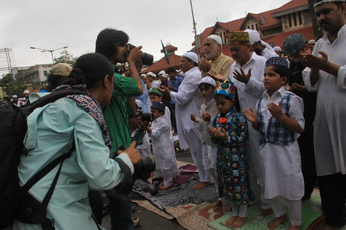 the eid hugging pictures in a few minutes by firoze shakir photographerno1