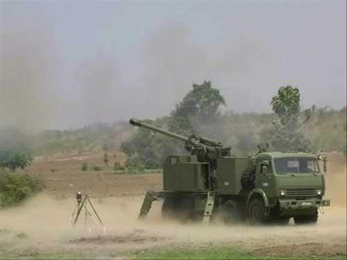 Nora B52 milik AD Myanmar melakukan uji tembak.