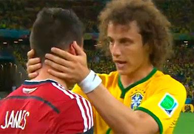 David Luiz consola craque colombiano James Rodriguez após partida