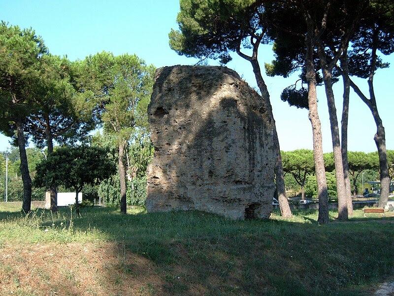 File:Parco Tombe della Via Latina 02.JPG