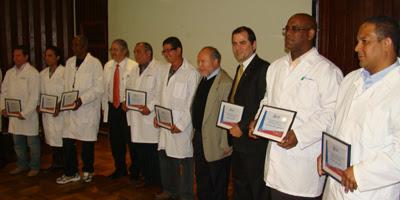 Homenaje a los médicos cubanos. Foto: La discusión, de