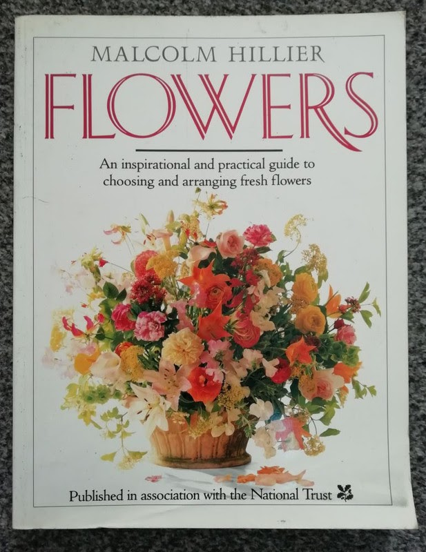 Flowers: An Inspirational and Practical Guide to Choosing and Arranging Fresh Flowers by Malcom Hillier