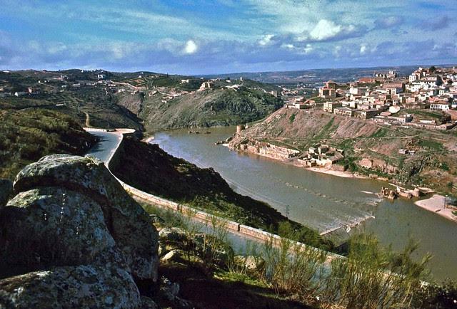 Río Tajo en Toledo hacia 1967. Fotografía de John Fyfe