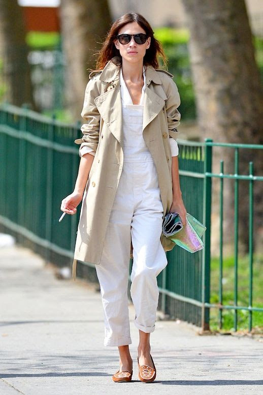 4 Le Fashion Blog 17 Ways To Wear White Overalls Alexa Chung Trench Coat Moccasins Via Vogue Spain photo 4-Le-Fashion-Blog-17-Ways-To-Wear-White-Overalls-Alexa-Chung-Trench-Coat-Moccasins-Via-Vogue-Spain.jpg