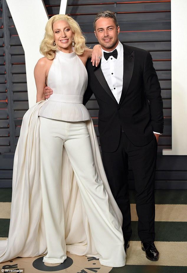 Split: Na terça-feira a estrela pop divulgou um comunicado no Instagram após relatos de uma divisão (na foto em uma festa Oscar em Los Angeles em fevereiro)