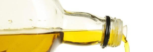O azeite de oliva tem propriedades antioxidantes, mas deve ser consumido como qualquer gordura (Foto: Think Stock)