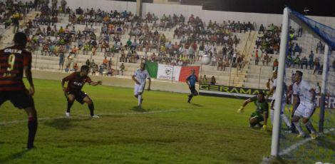 Danilo marcou o primeiro gol do Sport contra o Salgueiro / Vandinho Dias/Supramax Comunicação