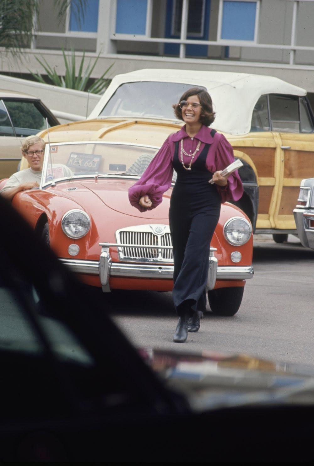 Estas colegiais dos anos 60 se vestiam bem, inclusive para hoje em dia 03