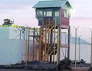 Una delle torri di guardia del carcere