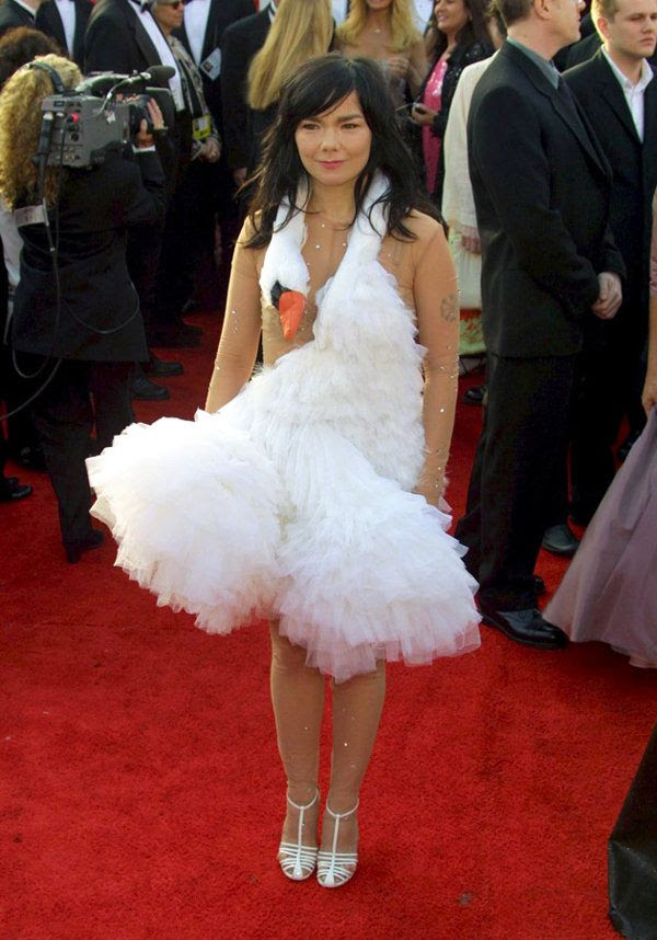 photo Bjork-Beckerman-DIY-SWANDRESS-OSCARS.jpg