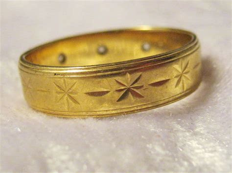 Vintage Diamond & Gold Engraved Wedding Band   Hobart Town