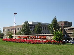English: Mohawk College, Hamilton, Canada. Fen...