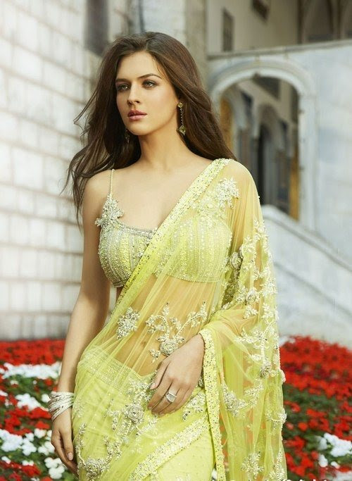 Latest-Saree-Blouse-Styles-and-Designs
