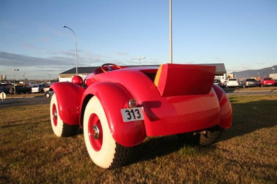 http://www.thisblogrules.com/wp-content/uploads/2011/01/donald-duck-car-red.jpg