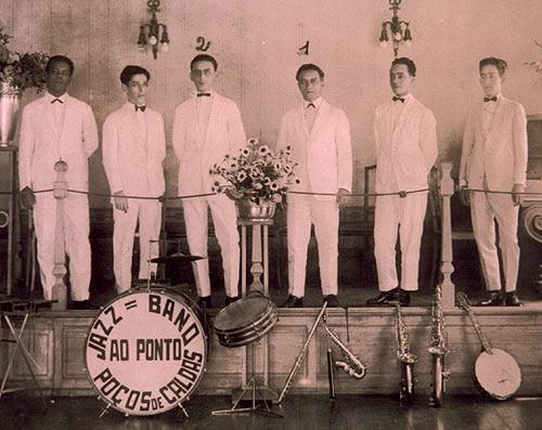 1 - Nico Duarte, proprietário do Cassino Ao Ponto;2 - Ary Barroso. Poços de Caldas, 1926.