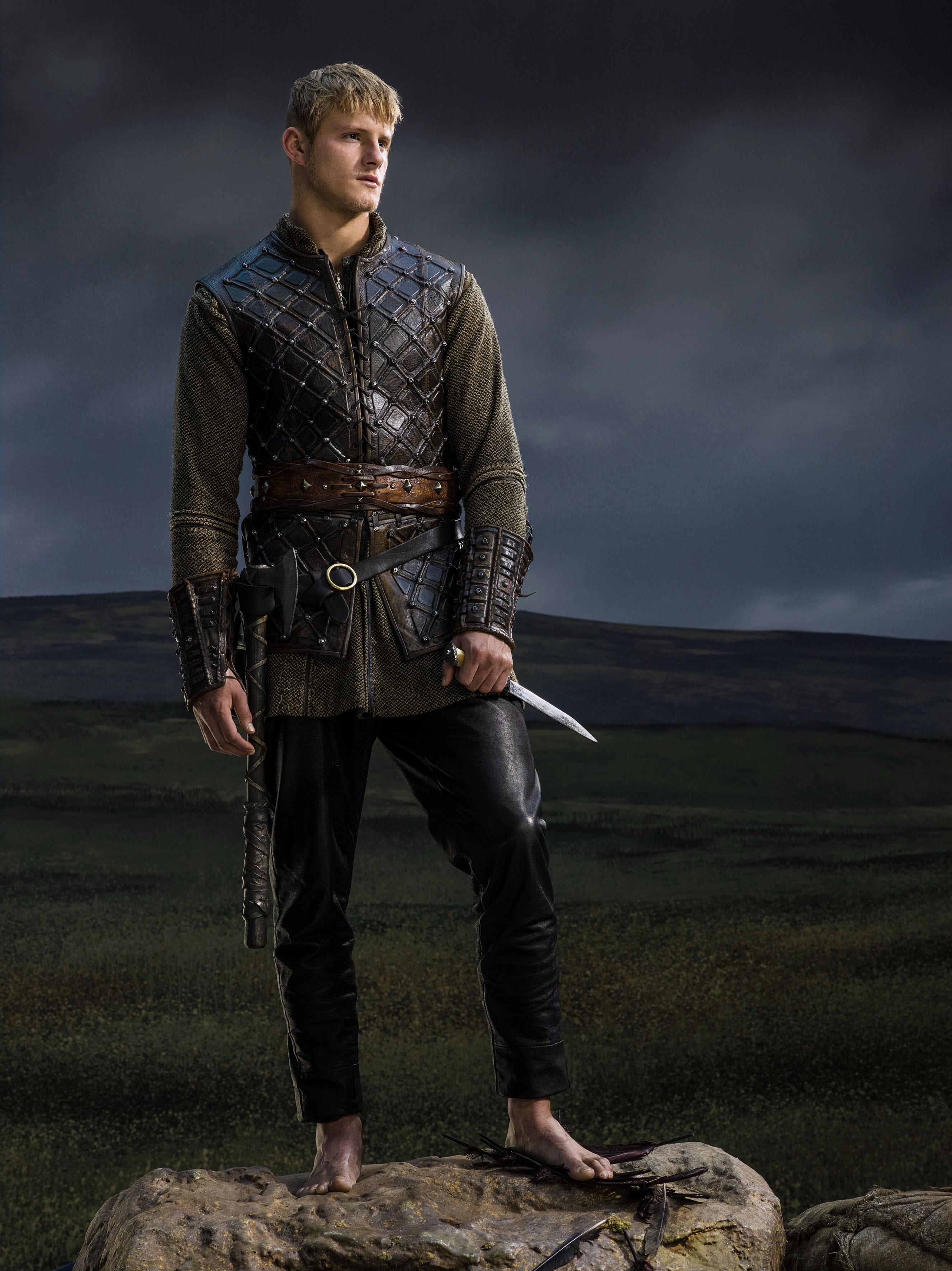http://images6.fanpop.com/image/photos/37600000/Vikings-Season-2-Bjorn-Lothbrok-official-picture-vikings-tv-series-37651268-2655-3543.jpg