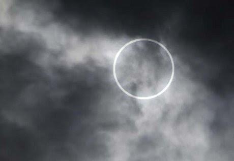 http://images.detik.com/content/2012/05/21/1148/eclipsedlm.jpg