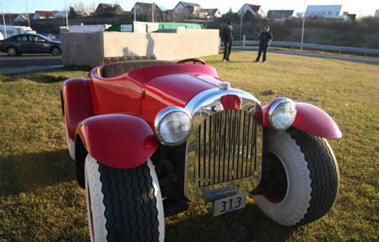 http://www.thisblogrules.com/wp-content/uploads/2011/01/real-donald-duck-car.jpg