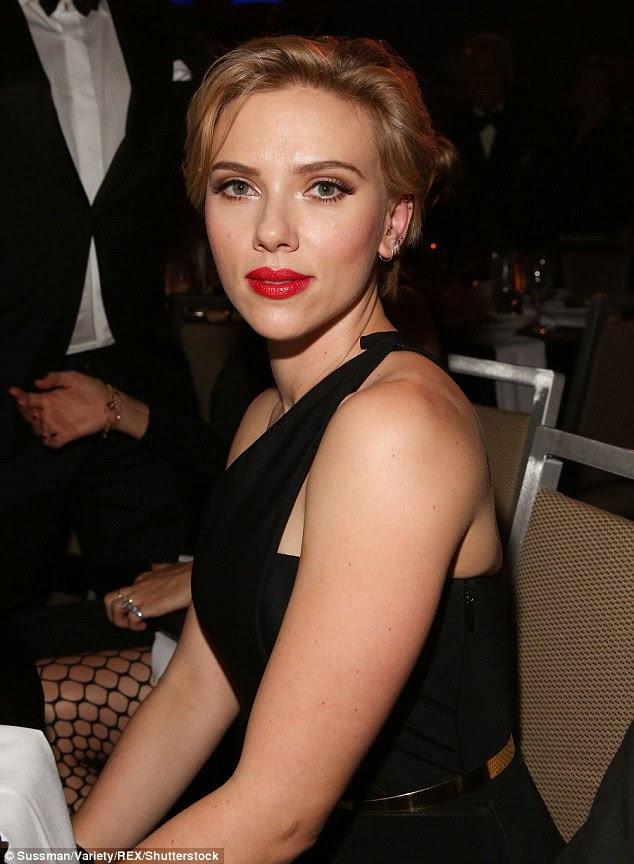 Hollywood starlet: Levantando-se a fama em um filme de Robert Redford aos 18 anos, Scarlett passou a estrelar inúmeros filmes, e ganhou um prêmio de melhor atriz BAFTA e Tony nos últimos anos