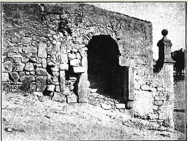 Puerta de Doce Cantos en Toledo hacia 1915. Fotografía de D. Pedro Román Martínez