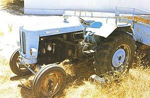 Petropoulos Π-55 tractor (1960)