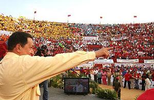 Hugo Chavez en una plaza de toros
