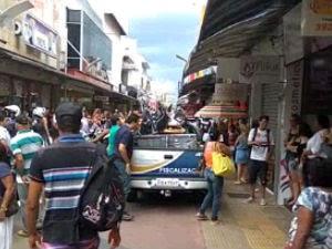 Prefeitura faz ação contra comércio ilegal no centro de São José (Foto: Vanguarda Repórter/Gustavo Félix)