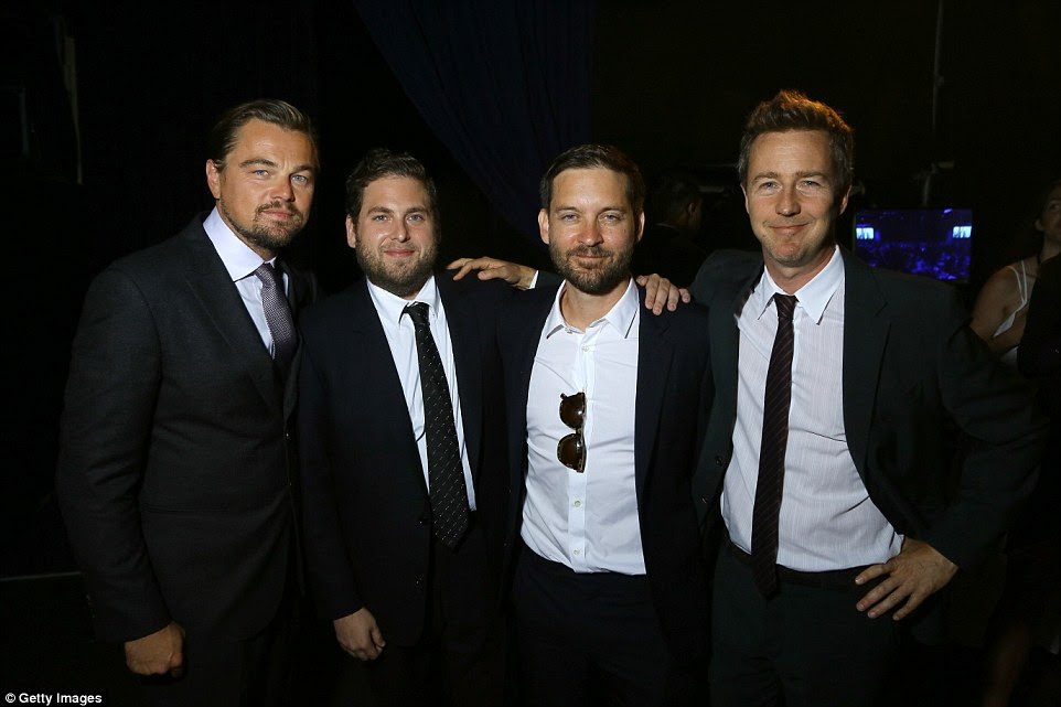 Seus amigos mostrou-se também: Leo foi acompanhado por (da esquerda) Jonah Hill, Tobey Maguire e Edward Norton