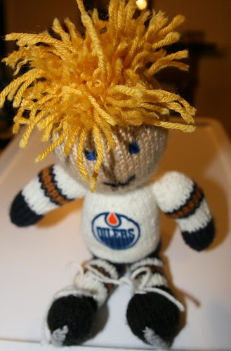 Knits with hockey sticks: Knitted Hockey Player