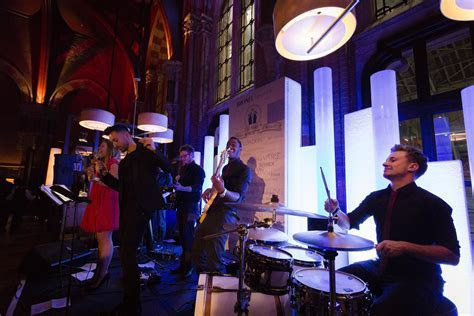 Wedding Entertainment Hire   Live Wedding Bands