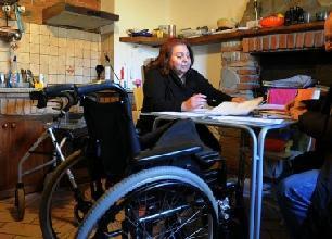 Tolta la pensione alla disabile al 100%