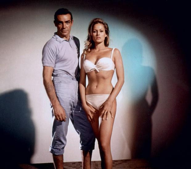 Agente Secreto  Sean Connery (e Ursula Andress) em 007 Contra o Satânico Dr. No (1962) (Foto: Divulgação)