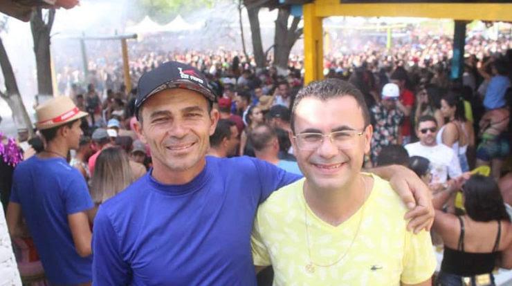 Prefeito de Camalaú destaca boa relação com o vice-prefeito e destaca união do grupo político. Veja vídeo