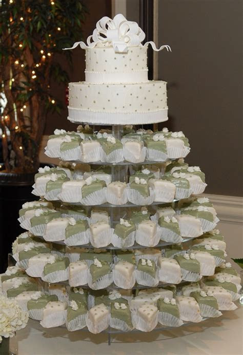 78 best images about Mini Wedding Cakes on Pinterest
