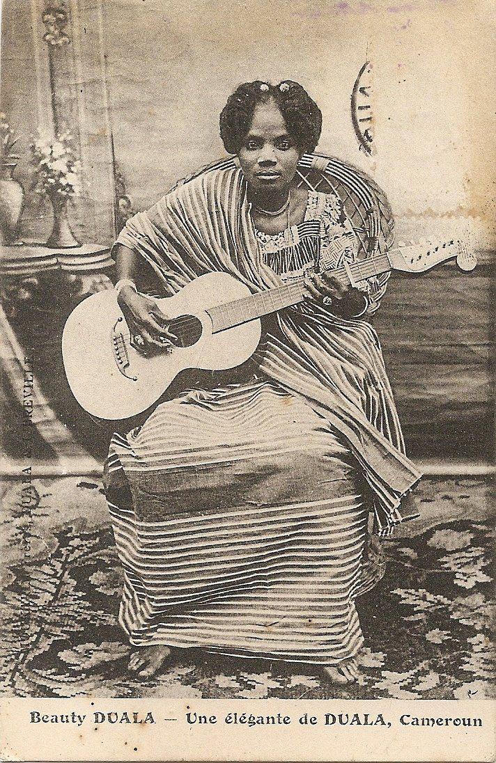 """Vintage postcard: """"Une elegante de Douala, Cameroun"""", circa 1910"""