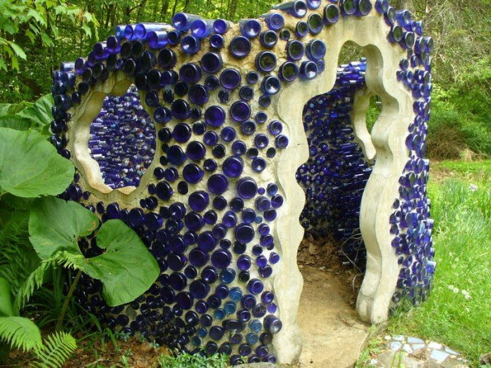 60 Creative DIY Glass Bottle Ideas for Your Outdoor Living ...