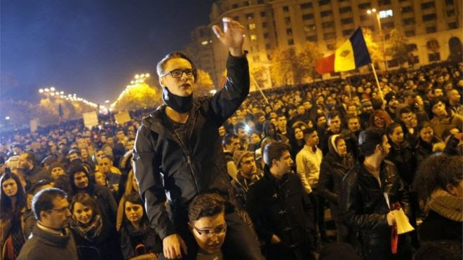 A Romanian young man shouts anti-government slogans during a rally in reaction to the nightclub fire accident in front of Parliament House in Bucharest, Romania, 4 November 2015.