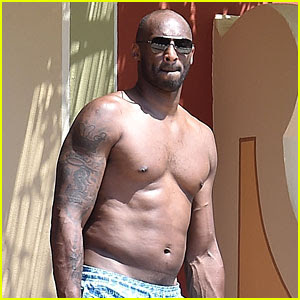 Kobe Bryant Hangs Shirtless By the Pool During Family Vacation in Italy