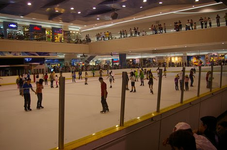 how to ice skate for beginners. Ice skating rink, beginners ice skaters and visitors, Friday, May, 22, 2009