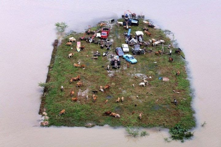 14. Isle of land survived the flood in Malaysia in the world, people, photos