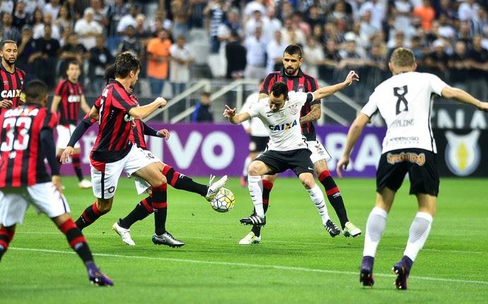 Corinthians Atlético-PR (Foto: Marcos Ribolli)