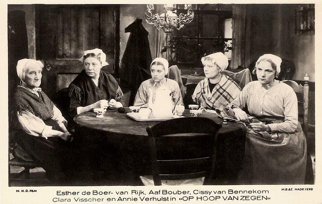 Esther de Boer van Rijk, Aaf Bouber, Cissy van Bennekom, Clara Visscher, and Annie Verhulst, in Op Hoop van Zegen