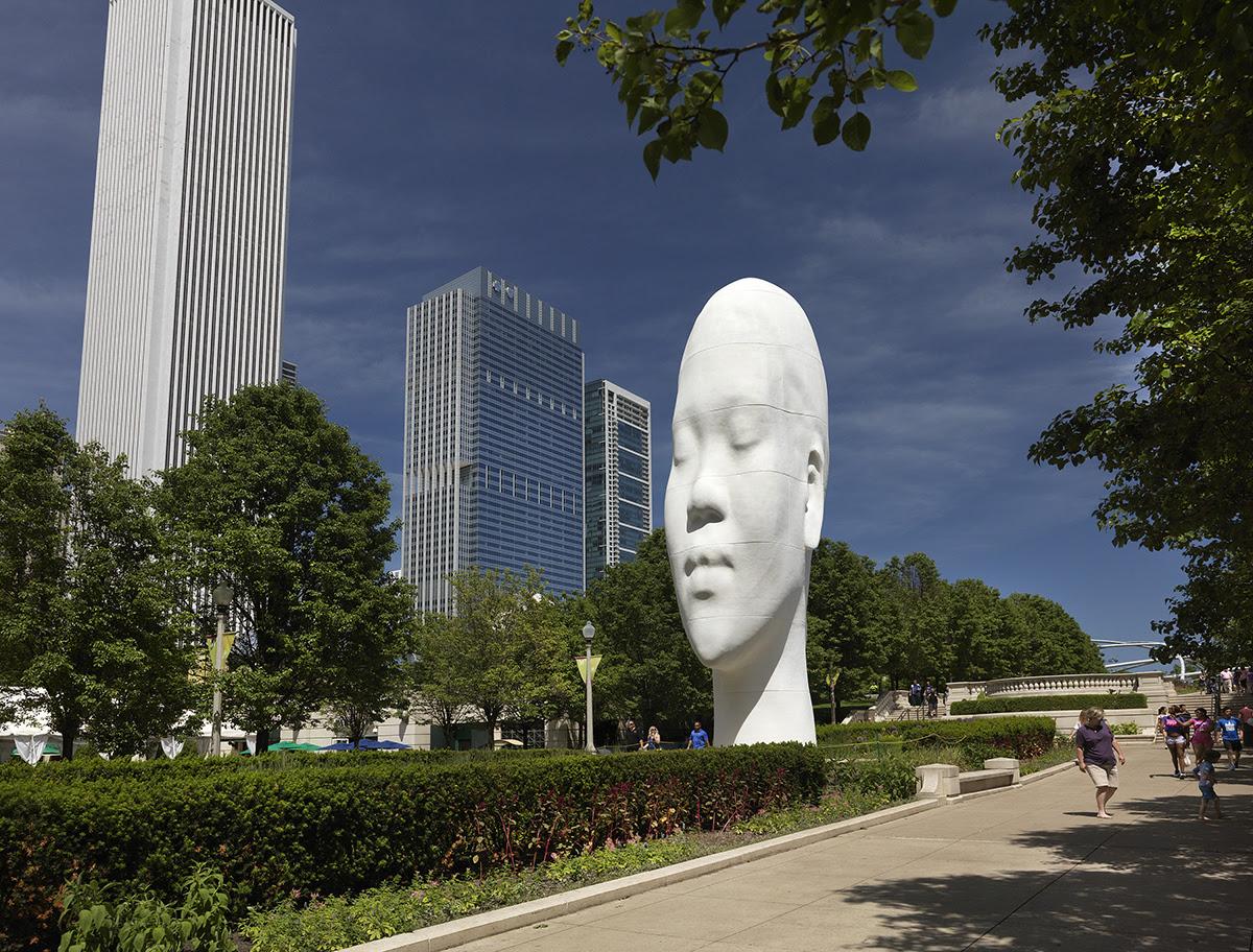 Esculturas en el parque del Milenio de Chicago by Jaume Plensa