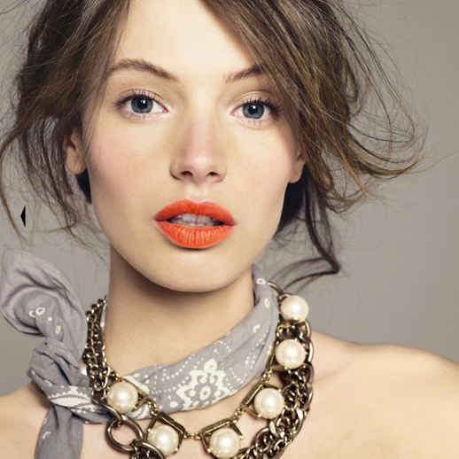 LE FASHION BLOG BEAUTY ORANGE LIPS JCREW CATALOG LARGE PEARL CHAIN BEAD NECKLACE MASCARA GREY GRAY BANDANA NECK TIE UP DO HAIR 5 photo LEFASHIONBLOGBEAUTYORANGELIPSJCREWCATALOG5.png