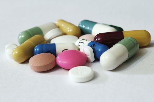 Mang thuốc để phòng bệnh là việc phải làm trong mỗi chuyến đi. Ảnh: Heart.