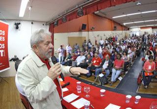 Lula discute com a CUT estratégias contra impeachment