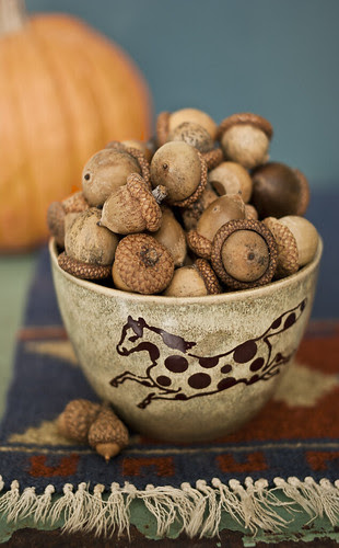 Horse Bowl with Oaknuts
